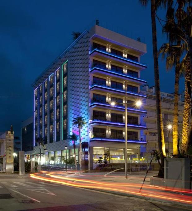 Nếu không được tiết lộ, ít người biết MiM Hotel tại thị trấn Sitges, Tây Ban Nha là một trong những khách sạn Lionel Messi sở hữu, theo Telegraph. Khác với khách sạn đậm dấu ấn cá nhân như của Cristiano Ronaldo, khách sạn 4 sao của Messi thiên về thiết kế trang nhã, ít màu mè.