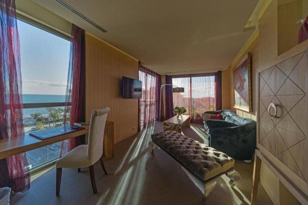 Khách sạn mở cửa từ 2013 có 77 phòng, với nhiều lựa chọn về không gian và giá cả.