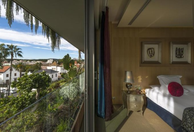 Mỗi phòng đều có điều hòa, TV và minibar. Tầm nhìn hướng ra biển hoặc thị trấn Sitges