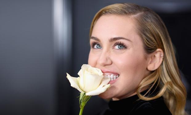 Cô nàng lắm chiêu Miley Cyrus đã lên lịch comeback: quái dị hay thùy mị chả ai biết được!