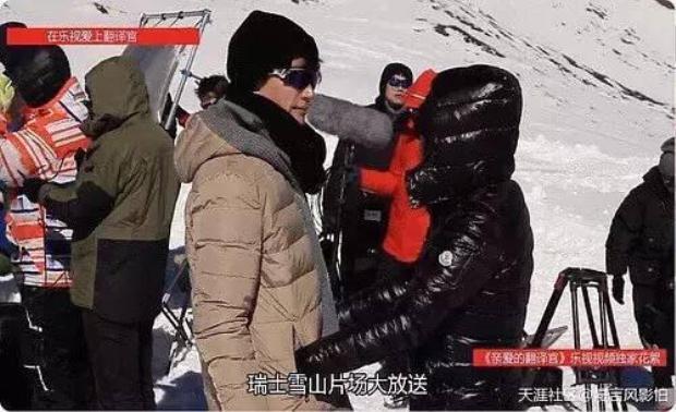 Khi lạnh có thể mượn túi áo của nam diễn viên Hồ Ca để sưởi ấm