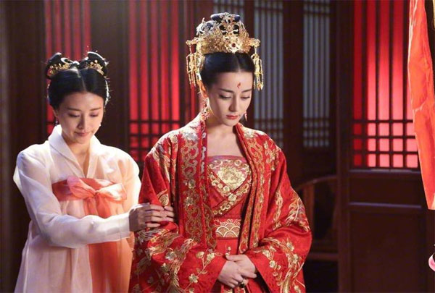 Nàng Phượng Cửu - Địch Lệ Nhiệt Ba thỏa lòng ước nguyện khi được kết hôn cùng Đông Hoa Đế quân ở trần gian