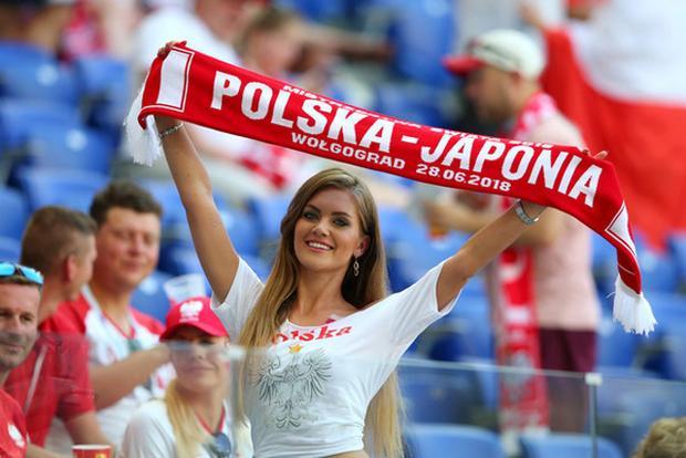 Dàn hot girl Nhật Bản và Ba Lan đọ sắc trên khán đài