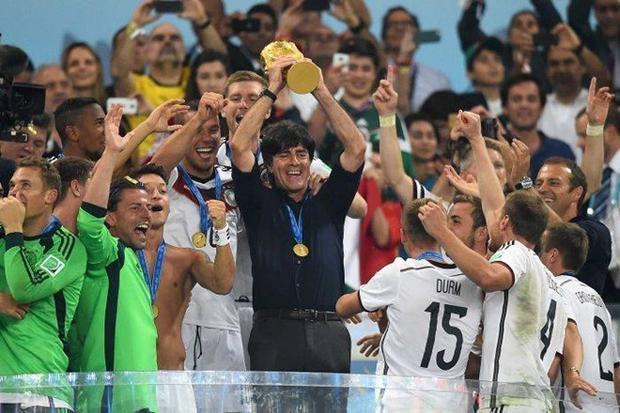 HLV Low vô địch thế giới năm 2014 cùng tuyển Đức.