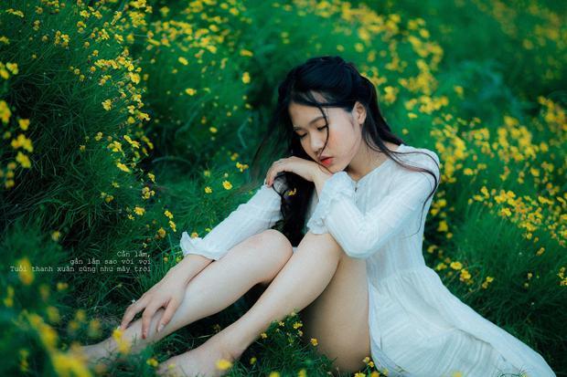 Trọn bộ ảnh nữ sinh ĐH Kinh tế Kỹ thuật Công nghiệp đẹp mê hồn khi thả dáng bên sen