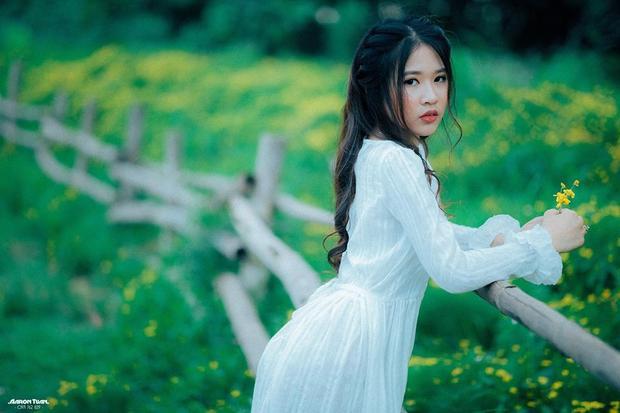 Ngoài nhiệm vụ chính là học tập tại trường Đại học Kinh tế Kỹ thuật Công nghiệp, Hà Trang còn có một công việc làm thêm giúp cô có nguồn tài chính tốt, có thể trang trải cuộc sống sinh hoạt xa nhà đó là làm mẫu ảnh.