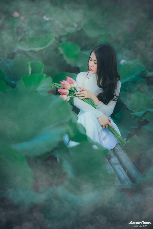 Sở hữu gần 30.000 lượt theo dõi trên trang facebook cá nhân, mỗi bức ảnh mà Hà Trang đăng tải cũng nhận được hàng nghìn lượt thích từ cộng đồng mạng.
