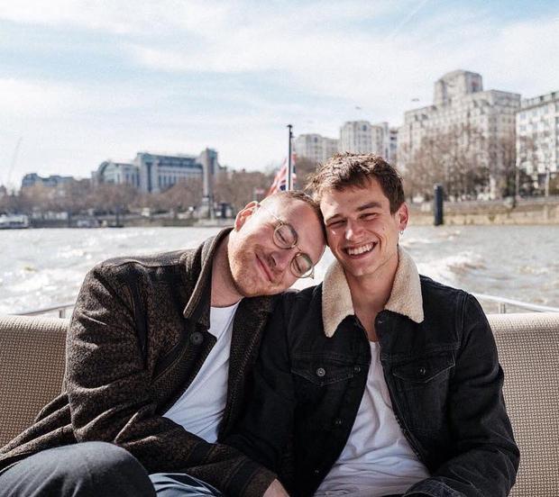 Nghi vấn Sam Smith và mỹ nam 13 Reasons Why chia tay sau 9 tháng hẹn hò