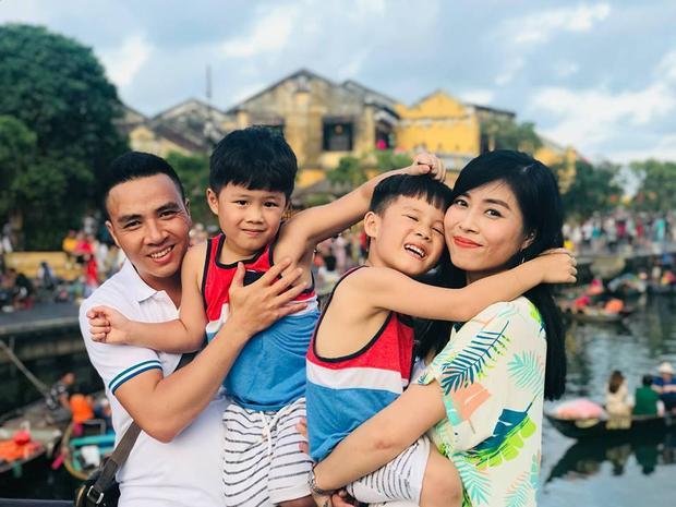 Hoàng Linh bên người chồng thứ 2 và hai con từ cuộc hôn nhân đầu.