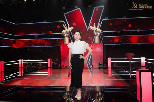 Buổi ghi hình vòng Đo ván diễn ra bất ngờ với sự xuất hiện của Chủ tịch HĐQT Thẩm mỹ viện Xuân Hương - Hoa hậu Doanh nhân Đặng Thị Xuân Hương.