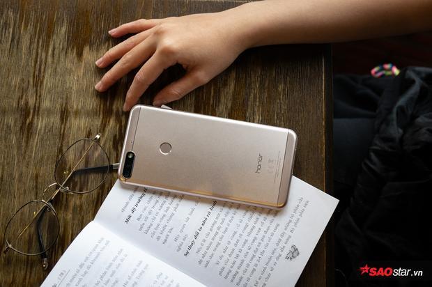 Hoàn thiện tốt với chất liệu kim loại là điểm mạnh của Honor 7C nói riêng và các smartphone từ Trung Quốc khác nói chung