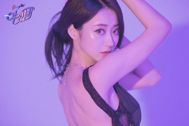 Sau nhiều năm hoạt động cùng Nine Muses, Kyungri cũng được công ty mở đường solo. Cô nàng sẽ tung single solo đầu tay vào ngày 5/7, bài hát mang tên Blue Moon.