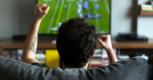 Anh Yang thường thức tới 3 giờ sáng để theo dõi các trận đấu World Cup. Ảnh minh họa