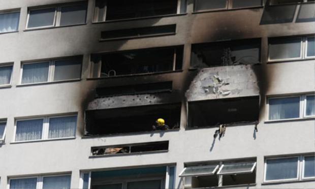 Gần như toàn bộ căn hộ ba phòng trên tầng 12 đều bị phá hủy bởi ngọn lửa. Ảnh: PA