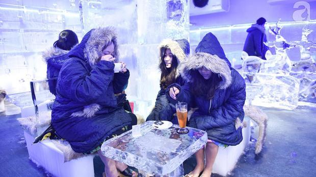 Chẳng cần than thở Hà Nội nóng nực nữa, đã có quán cafe âm 10 độ C giữa mùa hè rồi này