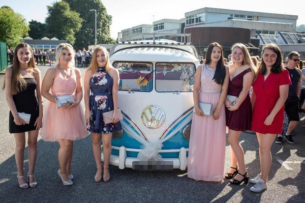 Ngày 29/6, tại ngôi trường Sommervale ở Midsomer Norton, Anh diễn ra một buổi dạ hội cuối năm hoành tráng.