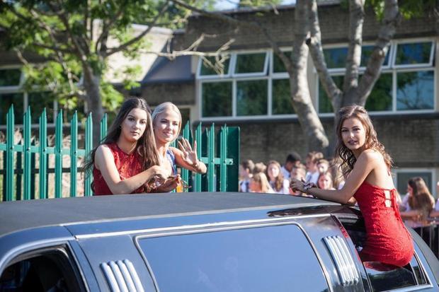 Đây là buổi dạ hội thường niên được tổ chức cả thập kỷ qua. Tuy vậy, những năm trước, thay vì đi bằng siêu xe, học sinh của ngôi trường này chỉ sử dụng xe tải hay xe tay ga bình thường để di chuyển.