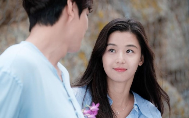 …Chẳng khác gì ánh mắt nhìn Lee Min Ho trong 'Chuyện tình biển xanh' (2017).