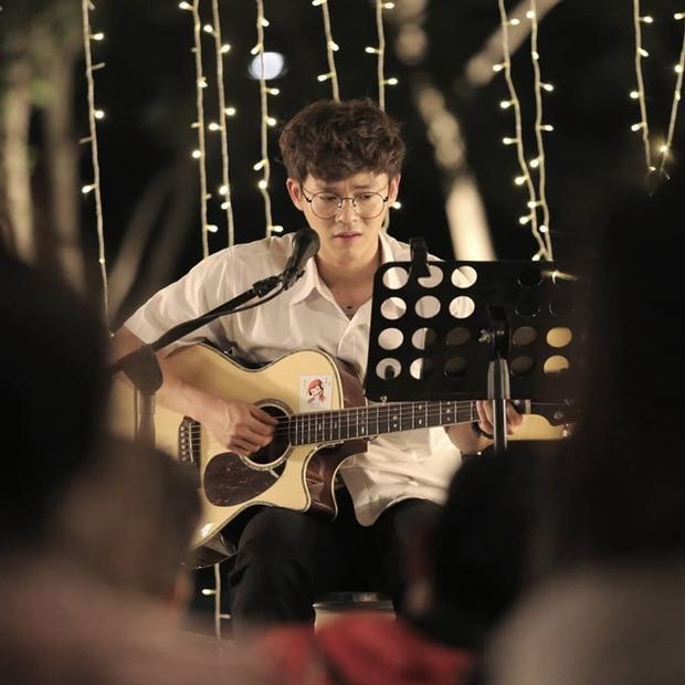 Hai ngôi sao 'Tuổi nổi loạn' đóng chính phim chuyển thể ngôn tình Trung Quốc 'Năm tháng vội vã'