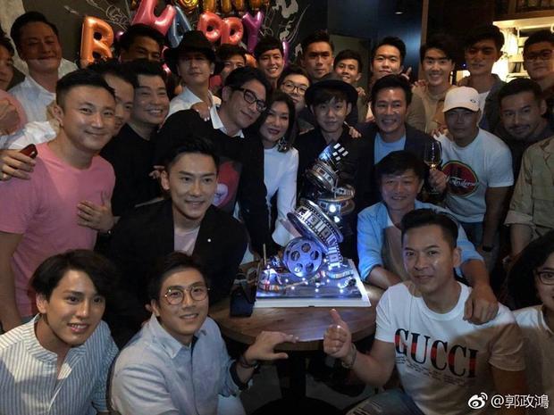 Rất nhiều nghệ sĩ đã từng hợp tác với Lạc Di Linh đến chúc mừng sinh nhật bà