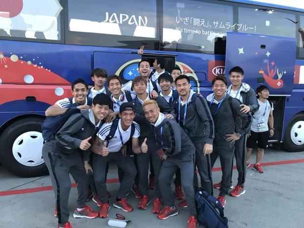 """Những chiếc xe xanh dương của World Cup 2018 có vẻ rất phù hợp với slogan """"いざ「闘え」、サムライブルー!"""" (tạm dịch: Đã đến lúc chiến đấu, Samurai xanh!)."""