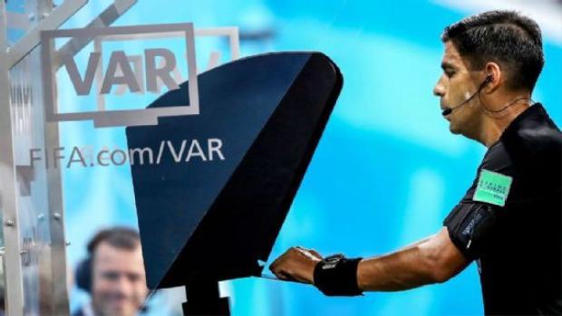 Việc sử dụng V.A.R gây lên nhiều tranh cãi tại World Cup 2018.