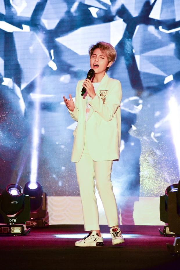 Cựu HLV Giọng hát Việt nhí cũng gửi đến khán giả những ca khúc của mình.