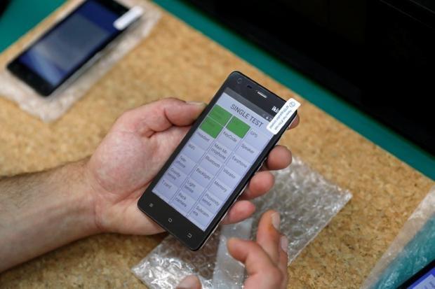Tin hay không tuỳ bạn nhưng có cả smartphone vỏ gỗ sắp được bán ra rồi đấy