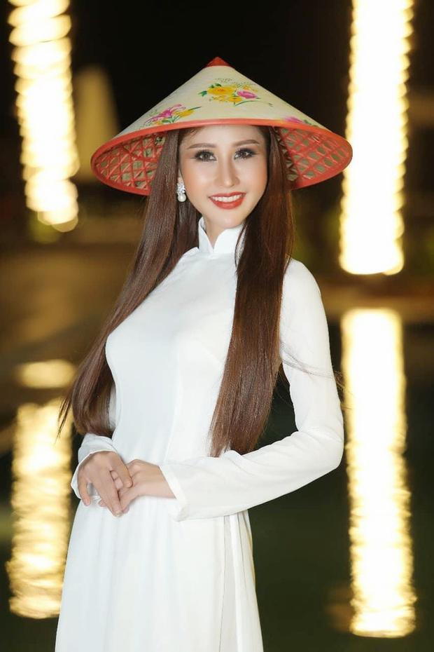 Không để sự cố làm nhụt chí, Chi Nguyễn ứng phó nhanh nhạy với áo dài trắng, tự tin hoàn thành tốt phần dự thi và dành chiến thắng đầy thuyết phục.