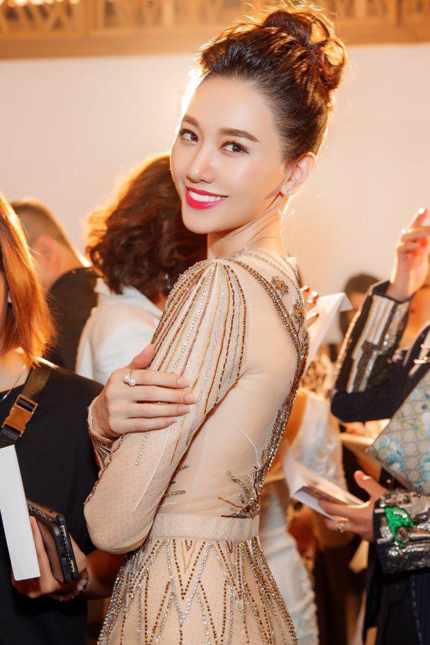 Từ Hari Won kín như thánh nữ hay Phí Phương Anh khoe 80% cơ thể đều đẹp vô địch tuần qua