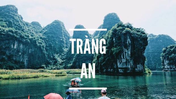"""""""Ngồi thuyền dạo khắp Tràng An là một trải nghiệm đặc biệt nhất của mình! Mình ấn tượng bởi làn nước xanh trong có thể ngắm được rêu, hai bên là núi rừng rất hùng vĩ và xanh mát. Mãn nhãn thật sự!"""" - Vân Anh tâm sự."""