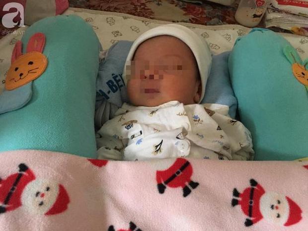 Bé trai sơ sinh bụ bẫm và vô cùng đáng yêu.