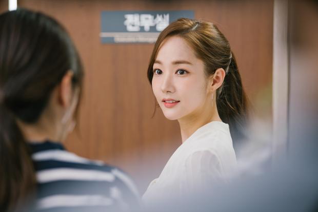 Thư ký Kim chuẩn nguyên tác qua sự thể hiện của Park Min Young.