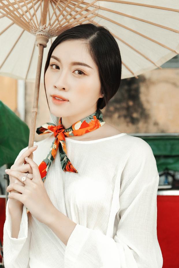 Thanh Thanh Huyền được xem là một trong những MC thời trang được yêu mến hiện nay. Ngoài việc dẫn hàng loạt chương trình thời trang đình đám, cô còn sở hữu phong cách thời trang ấn tượng và đáng học hỏi.