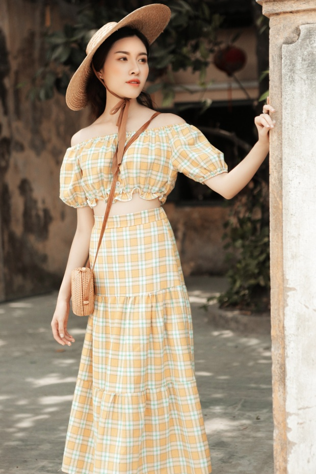 Thanh Thanh Huyền chia sẻ là cô gặp khó khăn hơn ở việc chọn những bộ đẹp nhất trong các hot items để gửi đến độc giả nữ.
