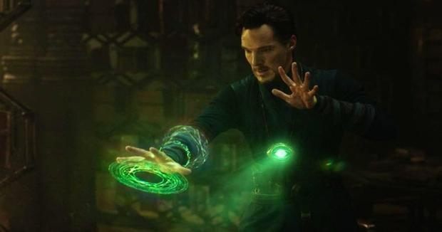 Doctor Strange đã phá bỏ lời thề, giao Viên đá Thời gian cho Thanos.