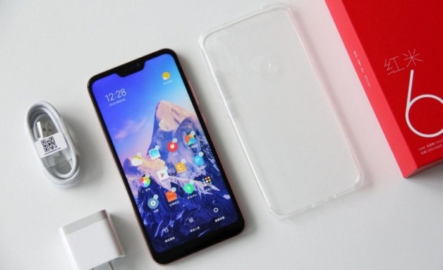 """Xiaomi Redmi 6 Pro (3,7 triệu đồng) - Redmi 6 Pro là chiếc điện thoại rẻ nhất của Xiaomi có trang bị màn hình """"tai thỏ"""". Máy sở hữu thiết kế quen thuộc của Xiaomi với mặt lưng kim loại bo cong. Ngoài ra, Redmi 6 Pro cũng được trang bị cụm camera kép cho khả năng chụp ảnh chân dung."""