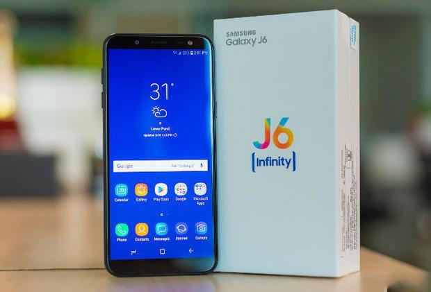 Samsung Galaxy J6 (5,3 triệu đồng) - Galaxy J6 là model đầu tiên của dòng Galaxy J được trang bị màn hình tràn viền. Máy có màn hình 5,6 inch sử dụng công nghệ Super AMOLED cho màu sắc rực rỡ, tuy nhiên độ phân giải chỉ dừng lại ở HD+ nên chi tiết hiển thị chưa cao.