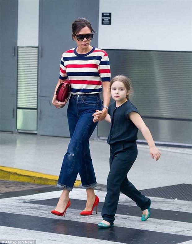 Vợ chồng nhà Beckham đã mạnh tay chi 210 triệu đồng mua tặng cô con gái 1 chú ngựa nhỏ làm quà sinh nhật 7 tuổi.