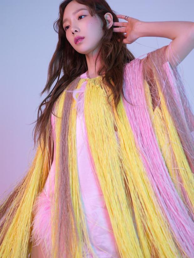 So về thành tích, album Something Newcó phần kém hơn những sản phẩm trước của Taeyeon. Tuy nhiên, đây là điều dễ hiểu khi cô nàng chỉ phát hành Something New như một món quà tặng fan trước khi Nhật tiến và không hề quảng bá nó.