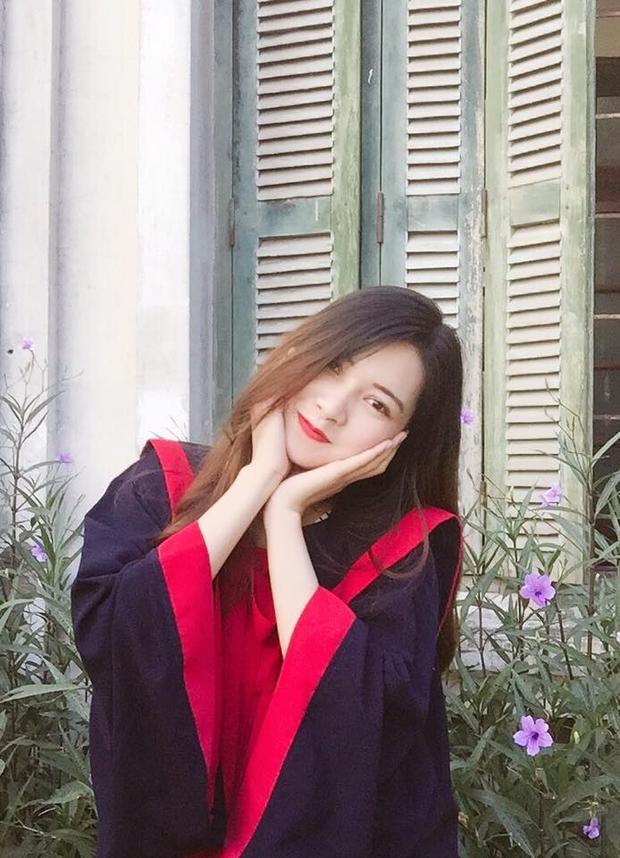 Ai bảo chỉ mặc áo dài rồi xõa tóc nữ sinh Việt mới auto xinh, khoác áo cử nhân các nàng cũng đẹp lộng lẫy hết phần thiên hạ