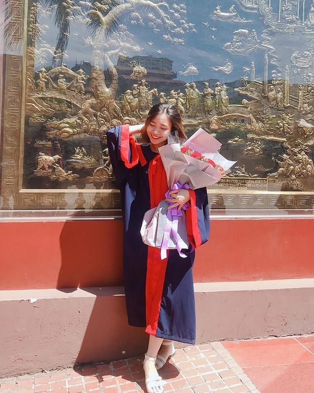 Thu Nguyễn - Nữ sinh ĐH Phương Đông e ấp dưới nắng hè