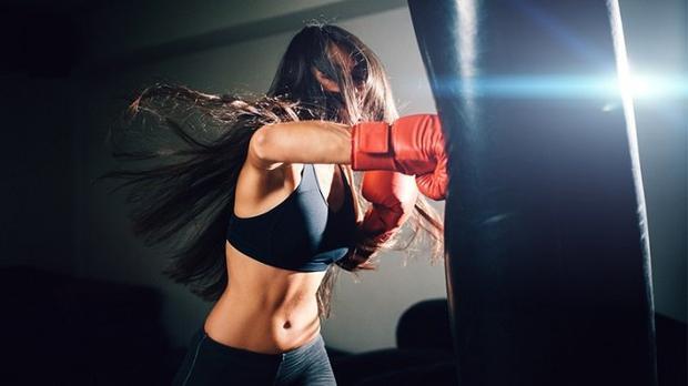 Làm vệ sĩ, các cô gái trẻ sẽ được học võ thuật, boxing và nhiều kỹ năng chiến đấu khác. Ảnh: Overstreet.