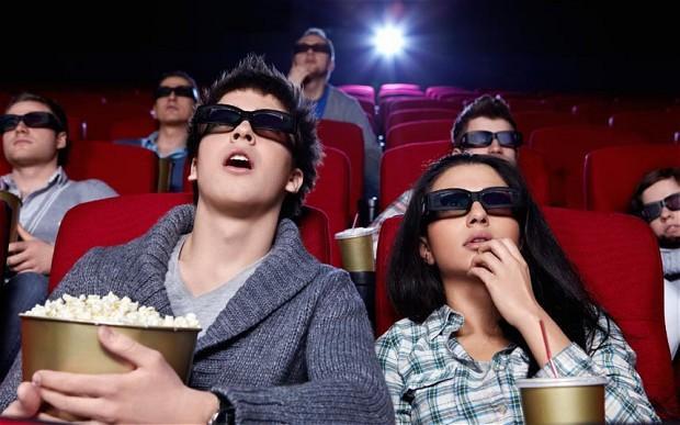 """Nếu bạn còn chưa có """"gấu"""", hãy chăm chỉ đi xem phim để tìm người yêu nhé!"""