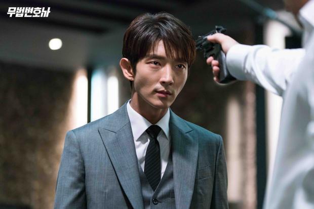 'Đè bẹp' Lee Jun Ki  Hwang Jung Eum, dàn diễn viên 'Thư ký Kim' đứng đầu BXH ngôi sao được fan quốc tế yêu thích