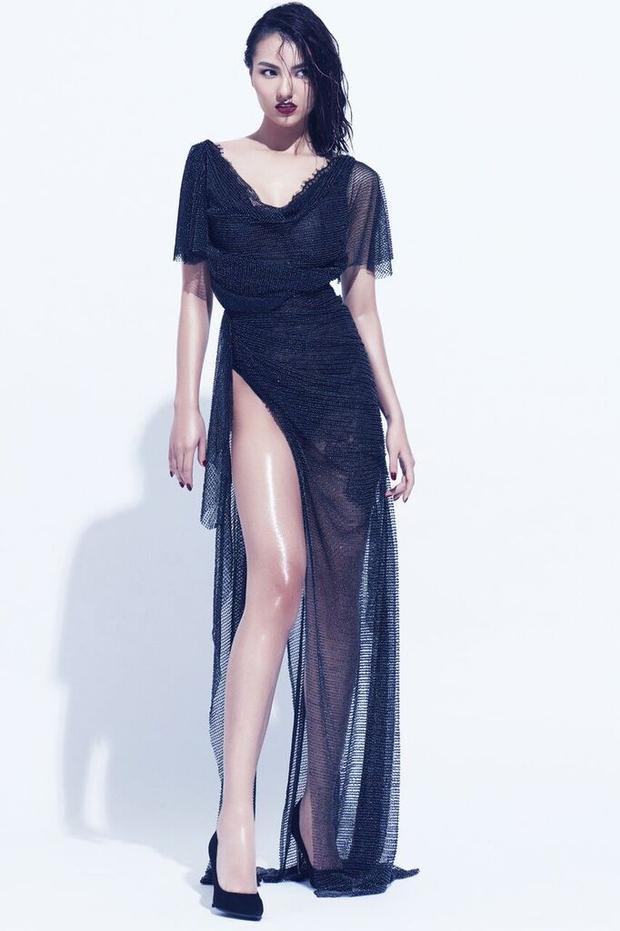Những bộ váy sở hữu các đường cắt xẻ sâu cùng chi tiết cut-out lạ mắt trên nền tảng phom dáng basic là trang phục người đẹp lựa chọn để thực hiện bộ ảnh.