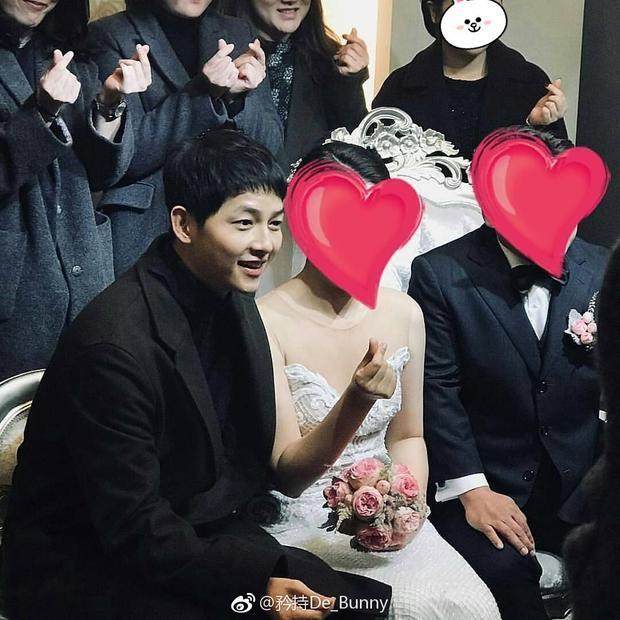 """Thế nhưng, ông xã của Song Hye Kyo mới là người """"phát tướng"""" lên trông thấy."""