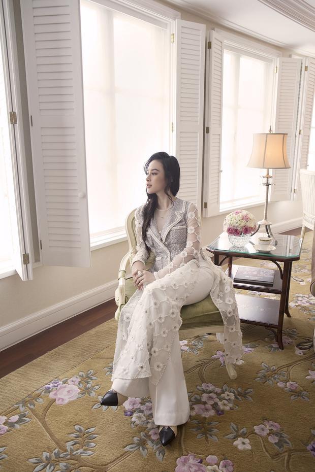 """""""…Đó cũng là mong muốn của tôi dành cho chiếc áo dài, sẽ được phụ nữ Việt mạnh dạn lựa chọn để diện mặc trong nhiều dịp hơn, bởi thiết kế áo dài của Việt Nam không hề thua kém bất kỳ thể loại âu phục nào, vừa sang trọng duyên dáng mà lại đậm đà bản sắc riêng."""""""