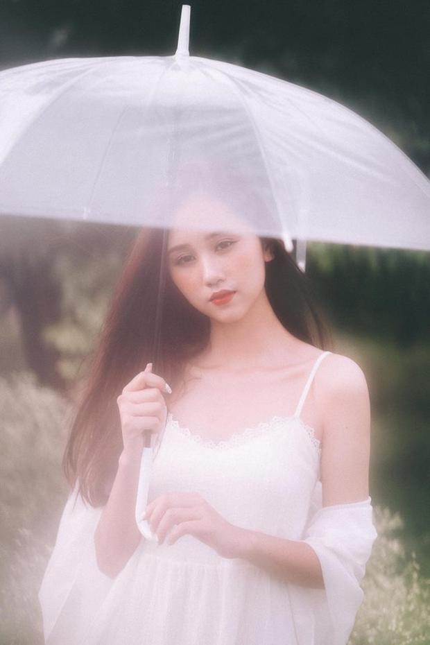 Thùy Trang có vẻ đẹp mong manh sương khói, gợi nhắc nét đẹp của nữ diễn viên nổi tiếng Jun Vũ.