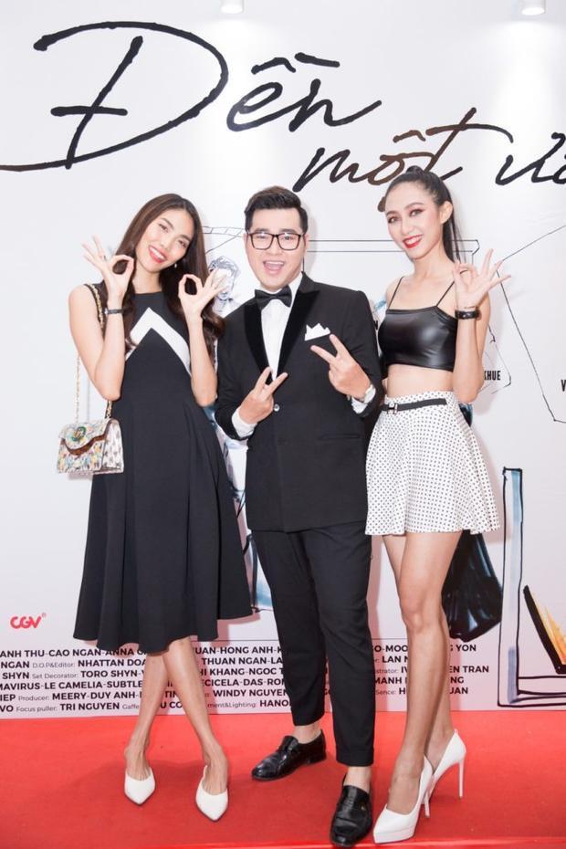 Lan Khuê hào hứng khi hội ngộ học trò tại The Face Vietnam là Hiền Nguyễn. Ngay sau khi xuất hiện, khán giả nhanh chóng nhận ra thiết kế màu đen khá quen thuộc bởi đây là lần thứ hai Lan Khuê diện trên người.